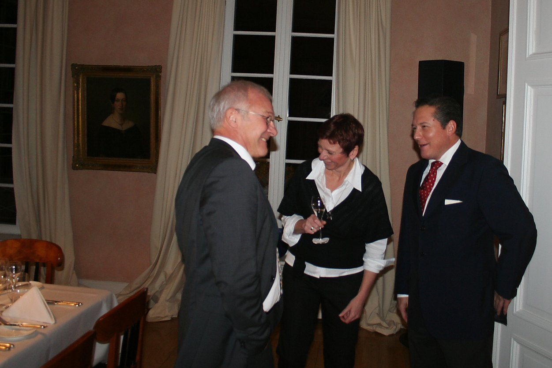 Am 6.12.2014 in der Villa Mumm: Karl-Josef Lauzi, Ute Becker (beide Rotkäppchen-Mumm) und Michael Dressler (Collegium Vini) im Gespräch